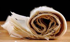 Pasta de filo para postres.Receta de pasta filo: Ingredientes: 500 gr. harina 3 cucharadas soperas de aceite de oliva  1 huevo  1 pizca de sal  agua Elaboración:  Mezclar todos los ingredientes y amasar 10 minutos. Se tiene que conseguir una masa elástica (como la pasta de tallarín). Dividir en cuatro y dejar reposar 30 minutos. Extender tan fino como se pueda (como el papel). Dejar secar una hora antes de utilizar.