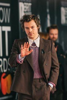 harry styles at the 2020 brit awards Harry Styles Fotos, Harry Styles Pictures, Mr Style, Style Icons, Retro Style, Caroline Flack, Harry Edward Styles, Fashion Photo, My Boys