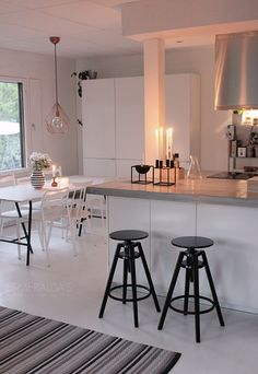 keittiö syksy Decor Styles, Kitchens, Dining Room, Houses, Rooms, Table, Furniture, Home Decor, Emerald