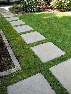 Chic garden paths made of natural stone or cement for the garden - Haus Garten Herb Garden Design, Garden Paths, Garden Ideas, Garden Projects, Patio Plants, Patio Stone, Flagstone Patio, Concrete Patio, Cement Garden