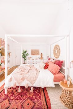 50 Make Your Bedroom More Romantic with These Romantic Bedroom Decorations Wohnen im Boho-Stil Dream Rooms, Dream Bedroom, Home Bedroom, Bedroom Apartment, Bedroom Furniture, Furniture Nyc, Modern Bedroom, Modern Girls Rooms, Pink Master Bedroom