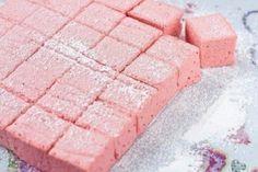 Узнав, как можно подать обычную клубнику, ты ни за что не станешь перетирать ее с сахаром!