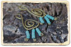 Χειροποίητα σκουλαρίκια με σύρμα ορείχαλκου και χάντρες Τουρκουάζ, by Άννα. Handmade earrings made with brass wire and Turquoise, by Anna