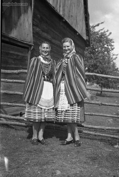 Traditional costumes from the region of Piotrków, central Poland. Fot. K. Wecel, 1953