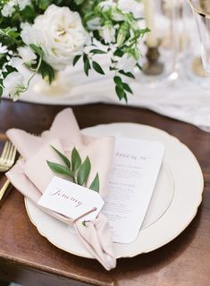 This Elegant Oahu Wedding Makes a Strong Case for Island Life Napkin fold and greenery Photography: Christine Clark - undefined Event Planning: Lucia Events - undefined Floral Design: Flower Girls - undefined Read More on SMP: Wedding Reception Design, Seating Plan Wedding, Elegant Wedding, Perfect Wedding, Rustic Wedding, Wedding Day, Wedding Table Ideas Elegant, Wedding Flowers, Wedding News