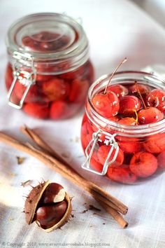jabłuszka rajskie w syropie, crabapple in syrup #jabłuszka #crabapple Pear Preserves, Candied Fruit, Canning Tomatoes, Spaghetti Sauce, Syrup, Jelly, Frozen, Strawberry, Homemade