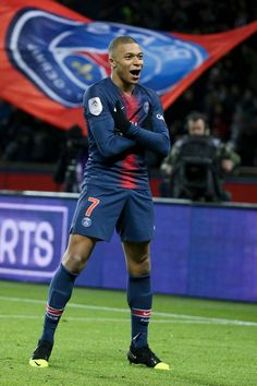 Football News, Results & Transfers Cr7 Messi, Messi And Ronaldo, Cristiano Ronaldo, Football Squads, Neymar Football, Sports Football, French Football Players, Pari Sportif, Mbappe Psg