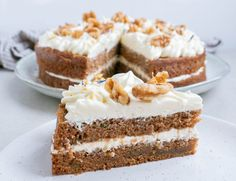 This Caramel Pecan Carrot Cake recipe has layers of fluffy filling, caramel drizzle and chopped pecans on top. It's an impressive dessert, yet easy to make. Spice Cake Recipes, Dessert Recipes, Pumpkin Recipes, Just Desserts, Delicious Desserts, Yummy Food, Impressive Desserts, Pumpkin Spice Cake, Caramel Pecan