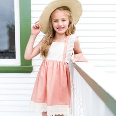A soft and sweet frock for yourbébé!Inspired by the lingering colors of the sunset across the Southern sky. Content : 65% Polyester and 35% Cotton Poplin with