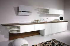Cuisine design concept MareCucine par ALNO adapté à une cuisine en I avec hotte design.
