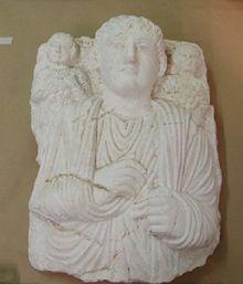 Appare a Torino il 'Giovane patrizio ammantato', bassorilievo saccheggiato a Palmyra approfittando della guerra civile. E non è un caso isolato