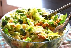The dressing a lot broccoli cauliflower salad, raw broccoli, parmesan brocc Salad Recipes Healthy Diet, Healthy Fruits, Vegetarian Recipes, Healthy Eating, Clean Eating, Tortellini, Orzo, Broccoli Cauliflower Salad, Raw Broccoli