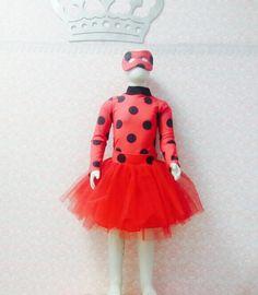Fantasia Ladybug saia tutu. Inclui máscara da personagem. Material do colan lycra. Com abotoamento embaixo.
