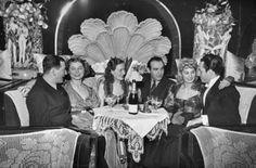 "Képtalálat a következőre: ""arizona bar revu mulato budapest"" Arizona Bar, Budapest Hungary, Night Club, Vintage Photos, Love Her, Scene, Fictional Characters, Cabaret, 1930s"