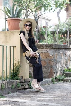 How wear the culotte pants in summer http://www.dressingandtoppings.com/2016/05/12/come-indossare-i-pantaloni-culotte/ #culotte #japan #style #shirt #blue #longhair #dressingandtoppings #fashionblogger #rome #bag #summer #summerlook #outfit #casual #chic #fashion #pants