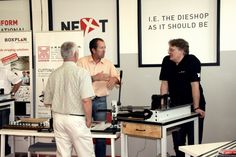 4 days of open house, space and time for networking between diemakers and diecutters coming from 22 different countries. An unstoppable flow of questions for the new machines we introduced, namely a new mechanical rubber cutter and a multi-function milling machine for wood, phenolic fiber and steel.