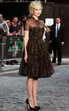 Happy Birthday to Kirsten Dunst! Kirsten is a style icon and an amazing actress. She has really great bohemian, laid back style wh. Krysten Ritter, Keri Russell, Kirsten Dunst, Keira Knightley, Amanda Seyfried, Kate Bosworth, Logan Lerman, Kate Moss, Kristen Stewart