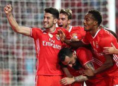 I Liga - Bis de Mitroglou e golo de Pizzi põem Benfica na liderança