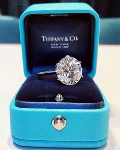 Tiffany engagement rings are one of the most famous jewellery brand from over the world. Find your perfect engagement rings from the Tiffany&Co. Diamond Rings, Diamond Engagement Rings, Solitaire Diamond, Stacked Wedding Rings, Wedding Ring Designs, Tiffany Jewelry, Tiffany Rings, Ring Verlobung, Dream Ring