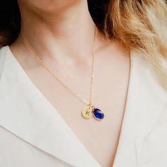 Bijoux à personnaliser Craquez pour les bijouxa personnaliser signé Atelier Bijoux, on aime le design épuré, contraste brillant, raffinement personnalisable … Autant d'atouts qui font de ce joli bijoux un cadeau personnalisé idéal. Découvrez le collier personnalisable signé chic bijoux, ce collier est le bijou parfait pour accentuer la féminité et mettre en valeur un décolleté. Chez Chloé bijoux vous trouverez le collier personnalisé tendance, idéal encadeaupour la fête des mères, ce joli…