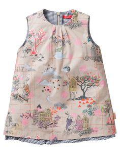 A-Linien-Kleid aus hochwertiger Baumwolle mit Unterkleid und weit ausgestelltem Rockteil. Mit handgemaltem Oilily-Muster und Reißverschluss am Rücken.