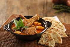 Massaman Chicken Curry with Thai-style Pancake - Massaman Gà
