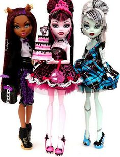 Sweet 1600: Clawdeen, Draculaura, and Frankie by Picklepud via Flickr