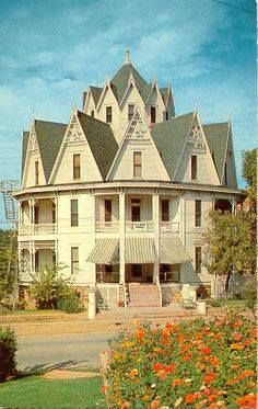 This fabulous Hexagon Hotel opened its doors in December of The six-sided structure was located at 701 North Oak Avenue in Mineral Wells, Texas. Its builder, David Galbraith, is credited (at least in Mineral Wells) with having invented the paper clip. Victorian Architecture, Amazing Architecture, Architecture Design, Beautiful Buildings, Beautiful Homes, Beautiful Places, Interesting Buildings, Mineral Wells Texas, Second Empire