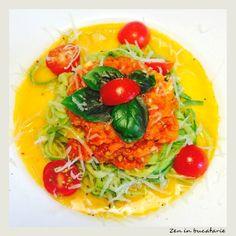 Paste de dovlecei cu sos de rosii Raw Vegan Recipes, Vegan Food, Thai Red Curry, Ethnic Recipes, Veggie Food, Vegan Meals, Vegetarian Food