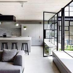 E vamos de estilo minimalista com um paleta sóbria e moderna