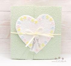 Machen Sie Ihrer Mama eine kleine Freude mit dieser besonderen, handgemachten Karte. Es sind viele Farben erhältlich. Die Karte besteht aus handgeschöpftem Papier, welches ich mit viel Liebe selbst schöpfe. Sie wird mit einem Umschlag und einem Einlegeblatt aus Transparentpapier geliefert. Eine Individualisierung mit einem Wunsch-Titel kann ebenfalls gewählt weden. #Glückwunschkarte #Muttertag #Blumen #Herz #pastell #lilimo #Muttertagskarte #bestemama #bestmom #liebe #blümchen #danke #mama