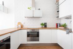 Paljon työskentelytilaa on tässä keittiössä. Tää on kyllä myyty, joten onnea uusille omistajille!
