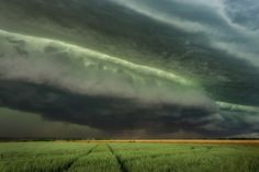 Green Hell - Severe Bow Echo is approaching Neuss and Düsseldorf on June 9th 2014.