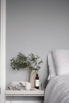 Scandinavian minimalism and French chic with functionality - New Room - Decor Decoration Bedroom, Home Decor Bedroom, Bedroom Rustic, Modern Bedroom, Diy Bedroom, Bedroom Ideas, Wall Decor, Interior Natural, Grey Bedroom With Pop Of Color