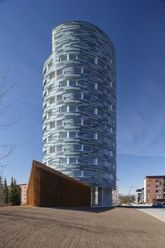 Image 1 of 22 from gallery of TYS Ikituuri Apartments / Sigge Arkkitehdit Oy. Photograph by Vesa Loikas Architecture Office, Architecture Design, Tower Building, Interesting Buildings, High Rise Building, Modern Buildings, Condominium, Turku Finland, Exterior