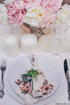 Wedding decoration of the table in pastel
