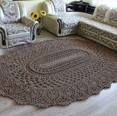 tapete de crochê marrom de sala