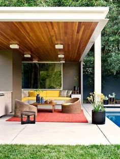 a unique theme for modern outdoor patio decor ideas 16 Exceptional Mid-Century Modern Patio Designs For Your Outdoor Spaces Modern Patio Design, Design Patio, Exterior Design, House Design, Modern Porch, Modern Balcony, Modern Deck, Modern Outdoor Living, Pergola Designs