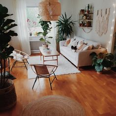 Home Decor On A Budget hanna_bohohome – Indian Living Room Design Ideas, Inspiration & Images Boho Living Room, Living Room Grey, Living Room Interior, Living Room Decor, Bedroom Decor, Bedroom Table, Living Room With Plants, Earthy Living Room, Budget Bedroom