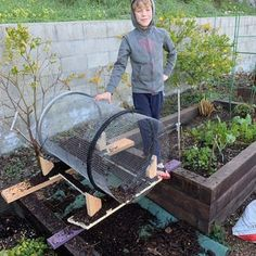 Trommel Compost Sifter : 7 Steps (with Pictures) - Instructables Fencing Tools, Composting Process, Farm Lifestyle, Lawn Fertilizer, Garden Projects, Garden Ideas, Garden Compost, Plant Markers, Useful Life Hacks