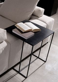Minotti coffee table to match a sofa ! Great Combo and great Idea . - Minotti coffee table to match a sofa ! Great Combo and great Idea . Tips for Livingroom Minotti cof - Iron Coffee Table, Iron Table, Petites Tables, Small Tables, Side Tables, Sofa Side Table, Home Entertainment, Cheap Home Decor, Interior Inspiration