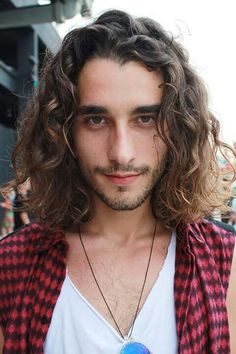 Gabriel Reif cabelo Click the image now for more info. Curly Afro Hair, Haircuts For Curly Hair, Long Curly Hair, Haircuts For Men, Cool Hairstyles For Men, Boys Long Hairstyles, Hair And Beard Styles, Curly Hair Styles, Asian Men Long Hair