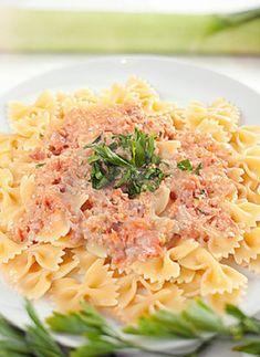 Φαρφάλες με καπνιστό σολομό και γκράπα | gourmed.gr Kai, Spaghetti, Ethnic Recipes, Food, Essen, Meals, Yemek, Noodle, Eten