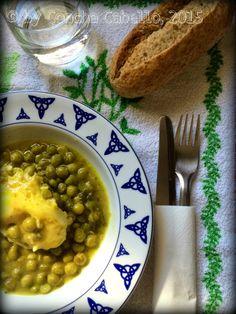 De Buena Mesa: Guisantes en Salsa Verde con Huevo Cuajado http://denuestracasa.blogspot.com.es/2015/03/guisantes-en-salsa-verde-con-huevo.html