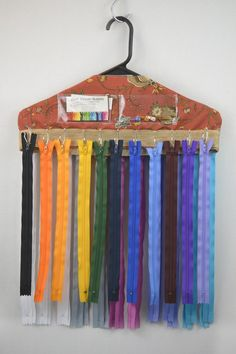 Genius idea for organizing zippers. even better if the black office clips are use to hold the zippers together by size Craft Room Storage, Sewing Room Storage, Sewing Room Organization, Thread Storage, Fabric Storage, Fabric Organizer, Sewing Room Design, Sewing Room Decor, My Sewing Room