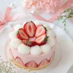 Pretty Birthday Cakes, Pretty Cakes, Patisserie Fine, Cute Baking, Kawaii Dessert, Cafe Food, Sweet Cakes, Aesthetic Food, Food Cravings