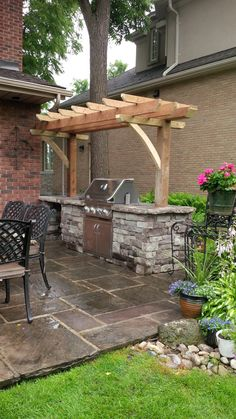 Área de barbacoa personalizada While age-old with thought, your pergola has been encountering a bit Diy Outdoor Kitchen, Backyard Kitchen, Backyard Bbq, Small Outdoor Kitchens, Backyard Cabana, Summer Kitchen, Small Pergola, Pergola Patio, Diy Patio