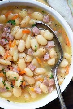 soup recipes White Bean and Ham Soup Recipe - This white bean and ham soup recipe is a great way to use up that leftover ham! Youll start with dried beans, onions, celery, and carrots. The beans and ham cook until nice and tender. White Beans And Ham, White Bean Soup, Bean And Ham Soup, Ham And Potato Soup, White Bean Chili, Easy Ham And Bean Soup Recipe, Simple Soup Recipes, White Chilli, Dry Beans Recipe
