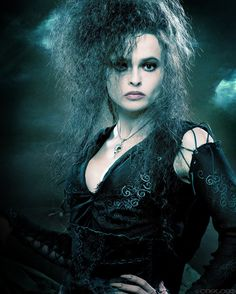 Helena Bonham_Carter as bellatrix-lestrange. I sure have to confess that I really love Helena Bonham-Carter as Bellatrix Lestrange. She sure is one of the sexyst villian in the Harry Potter Films or not? Harry Potter Gif, Hery Potter, Harry Potter Characters, Harry Potter World, Movie Characters, Fictional Characters, Helena Bonham Carter, Helena Carter, Bellatrix Lestrange Costume