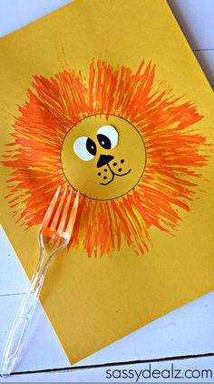 Make a lion craft with your kids using a fork and paint! Cute for a zoo activity… Make a lion craft with your kids using a fork and paint! Cute for a zoo activity. Kids Crafts, Daycare Crafts, Summer Crafts, Preschool Crafts, Projects For Kids, Craft Kids, Preschool Jungle, Preschool Circus, Easy Toddler Crafts